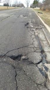 potholes-michigan-road